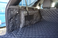 Landrover Discovery 5 (2017 onwards) (With Air Vent) Quilted Waterproof Boot Liner